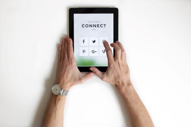 منصات وسائل التواصل الاجتماعي