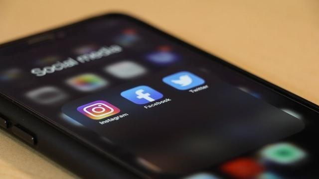 Arabic content facebook instagram twitter black iphone