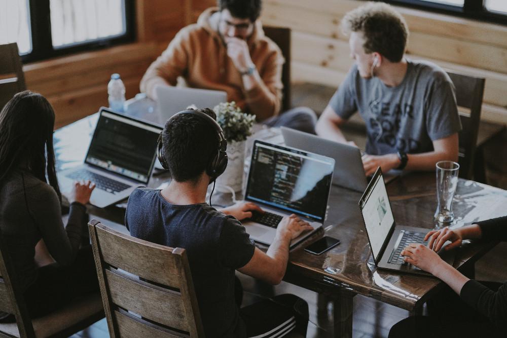 genç girişimciler melek yatırımcı mentor ömer erkmen çalışan gençler